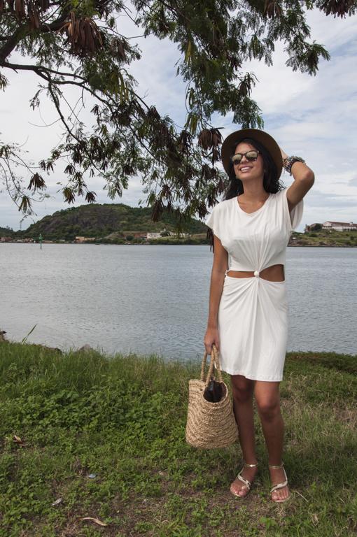 Laura Andrade - editorial da blogueira Poly Polycarpo com óculos da Diniz Prime